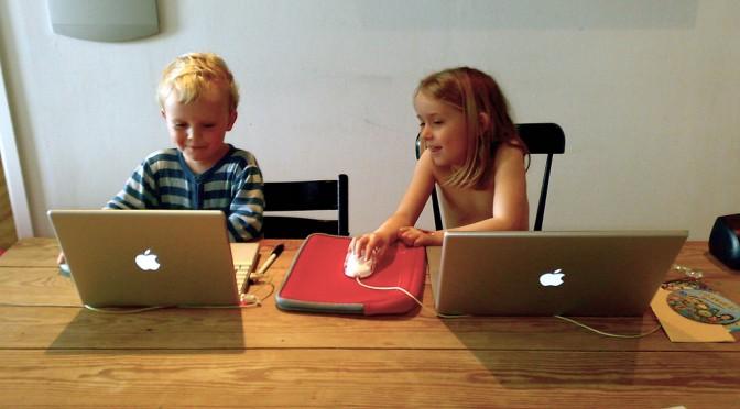 Kinderen leren omgaan met multimedia: de computer