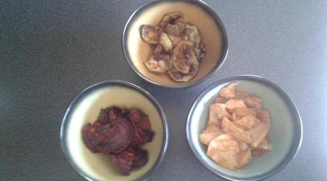 Koken met groenten uit de tuin: groentechips van rode biet, pastinaak en courgette