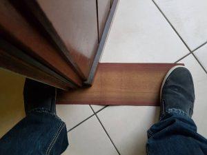 schuif de deur naar links