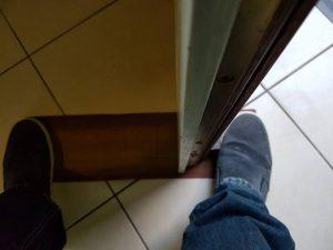 schuif de deur naar rechts