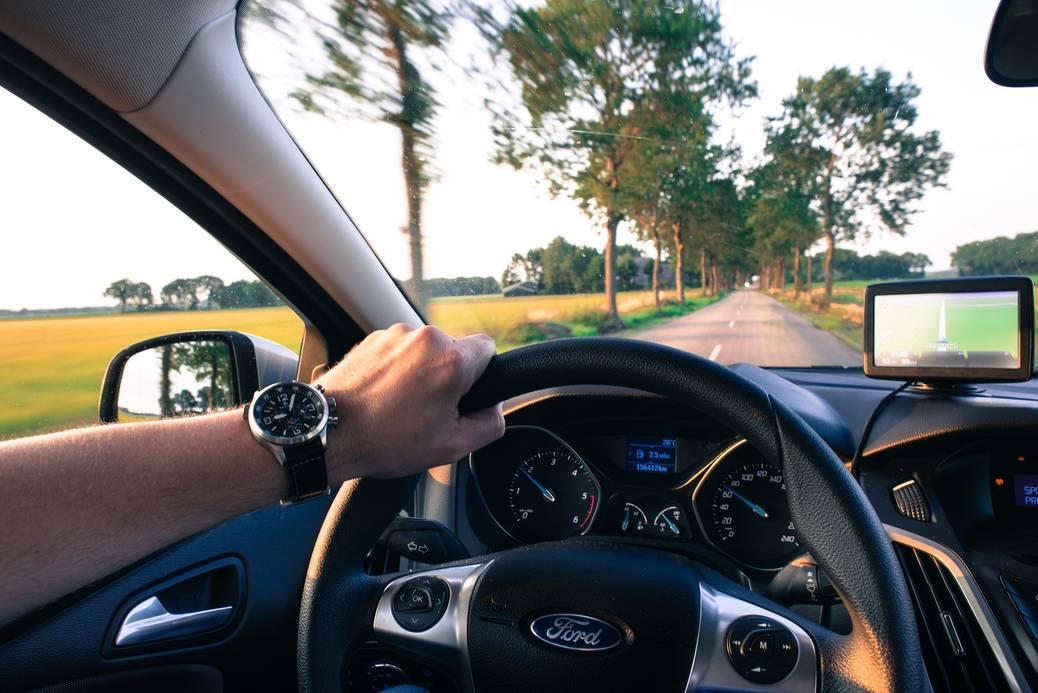 Bespaar geld door zuiniger te rijden met de auto