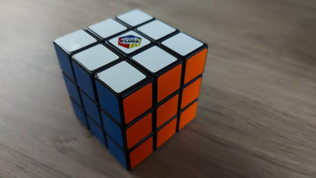 Eenvoudig een Rubiks kubus oplossen